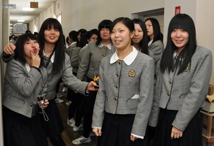 函館大妻高等学校制服画像